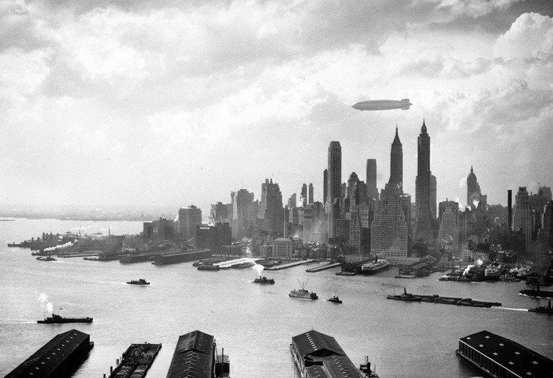 Hindenburn!!!. Hindenburg over Manhattan on May 6, 1937, hours before disaster.. Nope, just Kirov. hindenburg over manhattan on may hours before DISASTER
