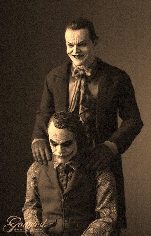Dis som creepy shit. Jack Nicholson standing behind Heath Legder. Let the clown phobias begin.... now.. Dis som creepy shit Jack Nicholson standing behind Heath Legder Let the clown phobias begin now