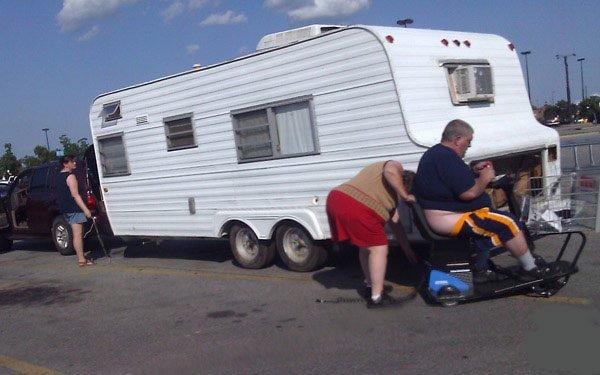 Poop Bag. Ma, where's my poop bag?. funny FUNNYJUNK poop trailer park Fat