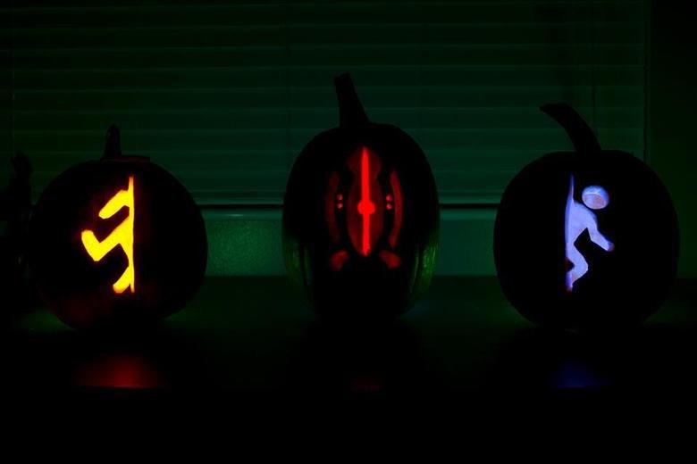 Portal Pumpkin. facebook.com/hollywoodleek.. My gf made this, I love it.. Portal Pumpkin facebook com/hollywoodleek My gf made this I love it