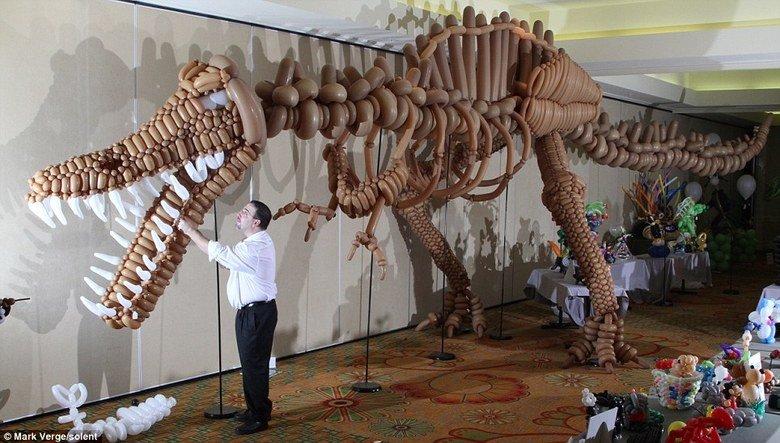 T Rex Balloon animal. T rex balloon animal. um Mark s e r.. uhhhh that is definitely not a T-Rex. Spinosaurus maybe. T Rex Balloon animal rex balloon um Mark s e r uhhhh that is definitely not a T-Rex Spinosaurus maybe